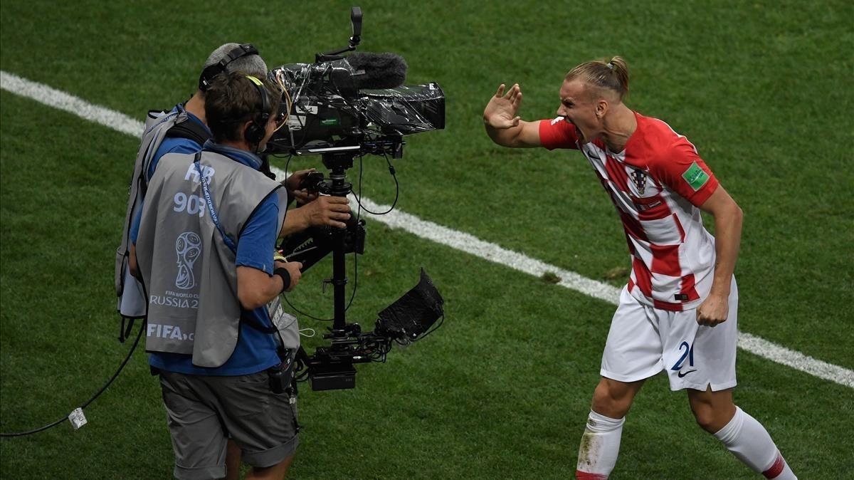 El jugador croata Domagoj Vida se dirigea una cámara de televisión durante la final del Mundial Francia-Croacia.