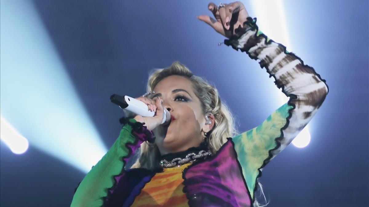 Rita Ora en su actuación en el SHAREFestival en el Poble Espanyol.
