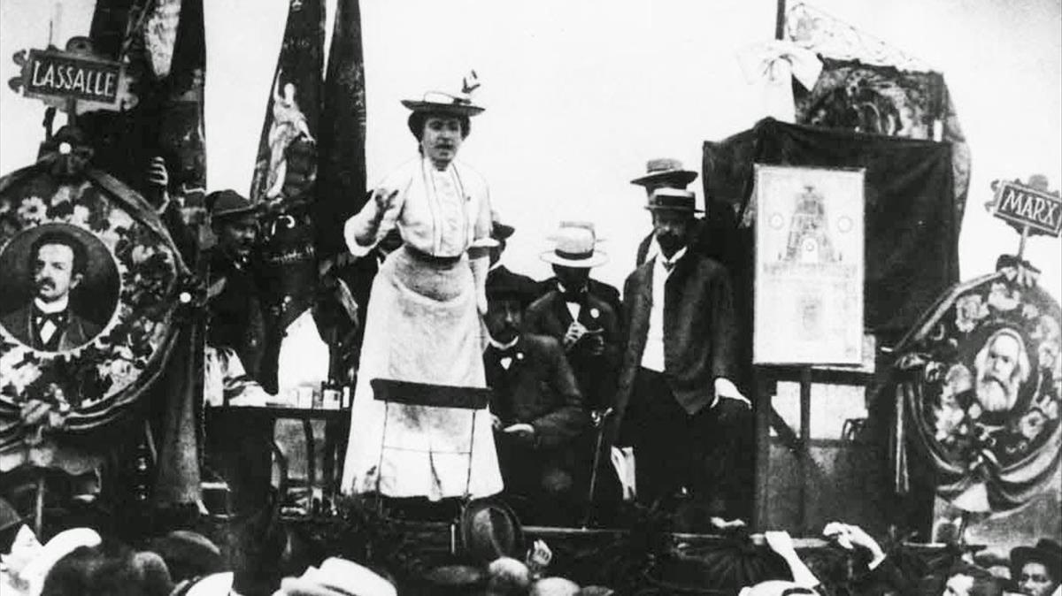 Rosa Luxemburgo, en un mitin en Alemania a principios delsiglo pasado.