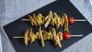 Pinchos de pollo vegetal de la empresa Heura.