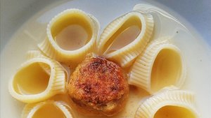 'Escudella' vegetariana con albóndigas de garbanzos.