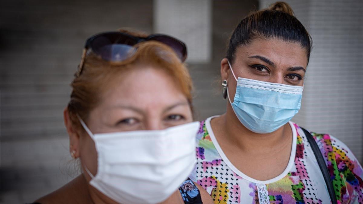Marlene Magaly y Johane Laiches, dos cuidadoras de personas mayores, que tras la pandemia se han quedado sin apenas empleo.