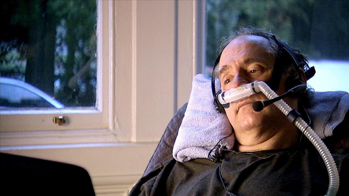 El inglés Craig Ewertdurante su muerte asistida en Suiza, en diciembre del 2008, que fue emitida en un documental.