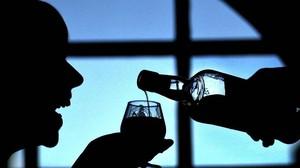 zentauroepp229710 julie hunter of the scotch whisky centre tries a glass of b161125090427
