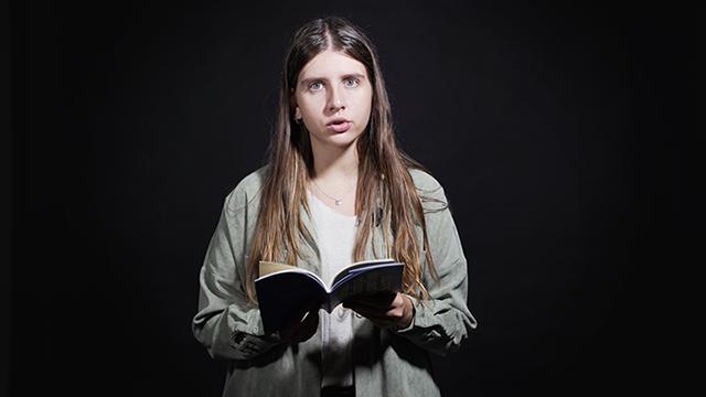 Barcelona Poesía: Anna Gas recita los poemas 55 y 65 de su libro Llengua dàntrax