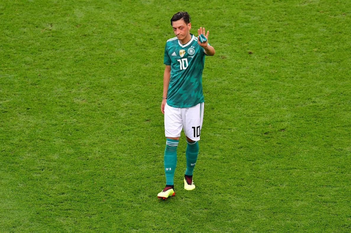 Polèmica a Alemanya per l'adeu d'Özil a la selecció després de ser criticat per la seva cimera amb Erdogan