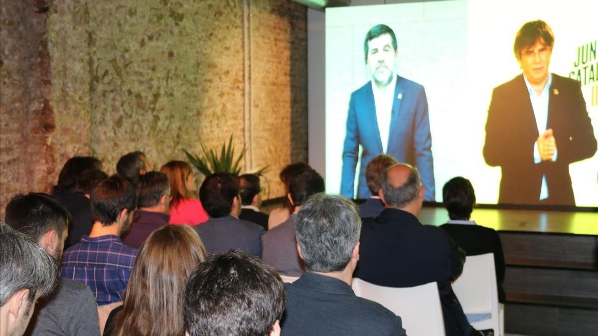 Jordi Sanchez y Carles Puigdemont durante la videoconferencia de este lunes.