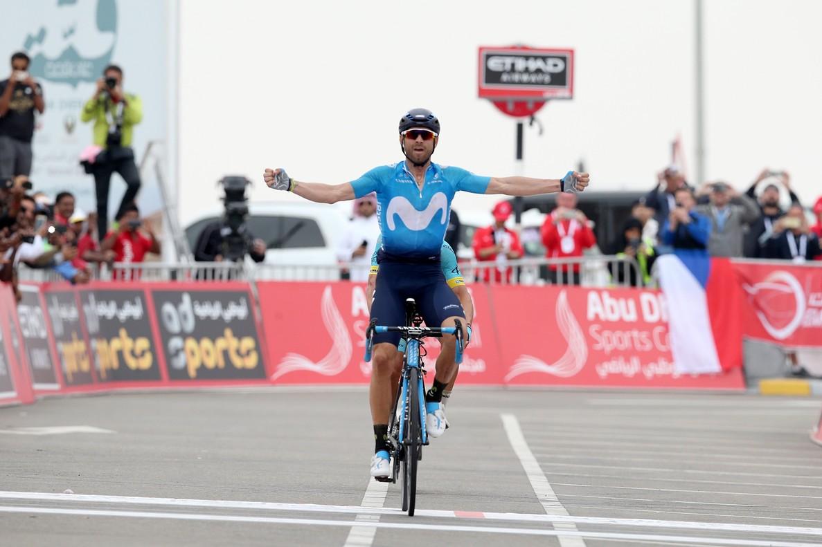 Alejandro Valverde celebra su triunfo en el Tour de Abu Dhabi.