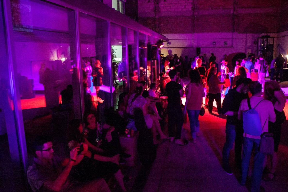 El Centre Cultural Albareda durante una fiesta nocturna.