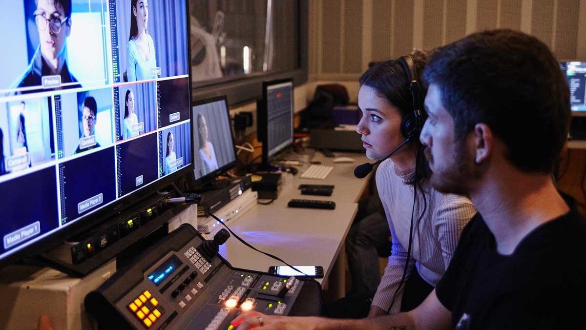 Alumnos de la Facultad de Información y Medios Audiovisuales de la UB.