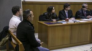 Los dos ambulancierons durante el juicio celebrado contra ellos.