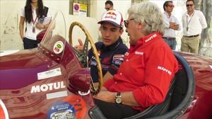 Ángel Nieto i Marc Márquez, enun Maserati antic.