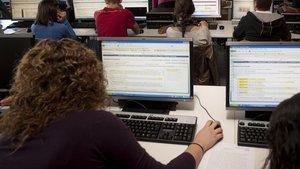 Universitarios en un aula, en una imagen de archivo