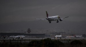 Los representantes del aeropuerto afirman que la instalación está funcionando con energía auxiliar.