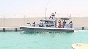 Un barco de la marina de EEUU en el puerto de Fujairah, en los Emiratos Árabes.