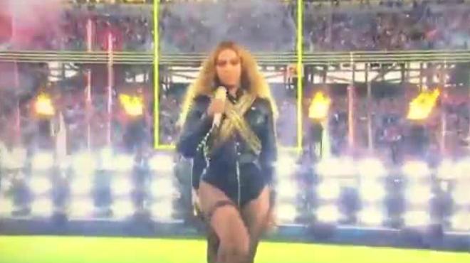 Beyoncéen su actuación de la Super Bowl