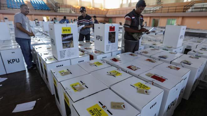 Casi 300 trabajadores mueren por cansancio en Indonesia tras la jornada electoral.