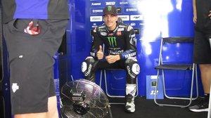 El catalán Maverick Viñales, en el boxe del equipo Yamaha Monster.