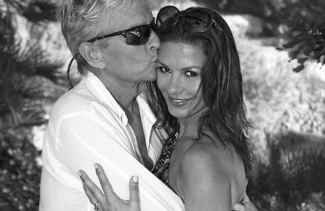 Catherine Zeta-Jones ha celebrado sus 15 años de matrimonio con Michael Douglaspublicandoesta fotografía en su cuenta de Instagram.