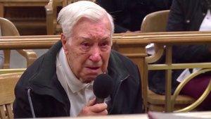 Així va perdonar un jutge un home de 96 anys que portava el seu fill de 63 amb càncer al metge