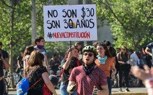Protestas en Chile por el aumento a la tarifa del Metro en Santiago.