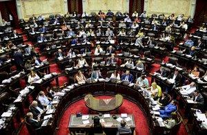 La medida fue dispuesta en dos resoluciones firmadas por la titular del Senado y vicepresidenta argentina, Cristina Fernández de Kirchner, y el presidente de la Cámara de Diputados, Sergio Massa.