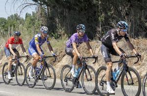 Mikel Landa, de morado, durante la Vuelta a Burgos.