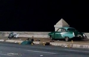 Un automovil antiguo tras un accidente en La Habana, Cuba. EFE