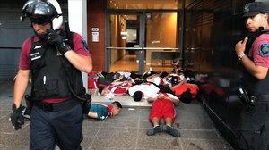 Detención de unos aficionados violentos del River Plate tras los incidentes de la suspensión del partido del Monumental.