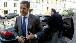Eduardo Zaplana, a su llegada al Congreso para declarar en la comisión de investigación por los atentados del 11 de marzo de 2004 en Madrid.