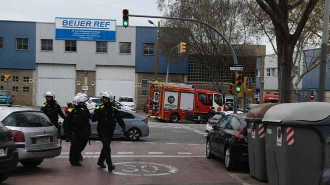 Efectos de la explosión en la empresa química de Via Trajana, en Barcelona.