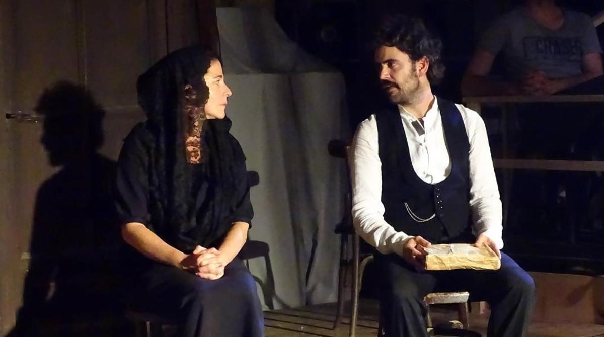 Nora Navas(izquierda) y Pau Rocaen una escena de Bodas de Sangre.