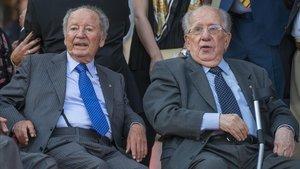 Núñez, junto a Josep Mussons, en junio del 2017, en el acto de colocación de un monolito conmemorativo del 25 aniversario de la Copa de Europa de 1992.