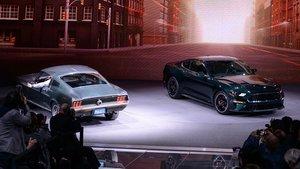 A la izquierda, el Ford Mustang GT-390 con el que se rodó la mítica Bullitt. A la derecha, la versión actual del mismo modelo.