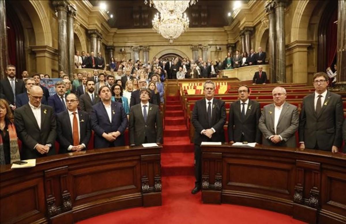 El Govern de Carles Puigdemont, en el pleno en el que se aprobó la declaración de independencia, el pasado 27 de octubre.