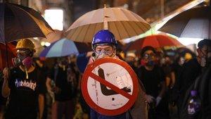 Un manifestante en la protestas de este viernes en Hong Kong.