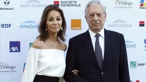Vargas Llosa y Preysler posana su llegada a la entrega del XIII Prix Dialogo a la Amistad Hispano-Francesa otorgado al escritor y a la novelista y dramaturga francesa Yasmina Reza.