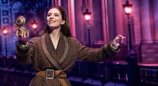 Jana Gómez, caracterizada como Anastasia en un momento del musical estrenado en el Teatro Coliseum de Madrid.