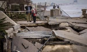 Daños en las playas delSaler, en València, por el temporal maritimo.