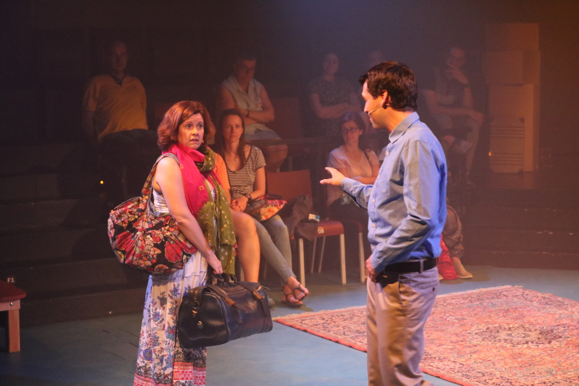 Anna Valldeneu y Marc Pociello, en una escena del segundo acto de 'John & Jen'.