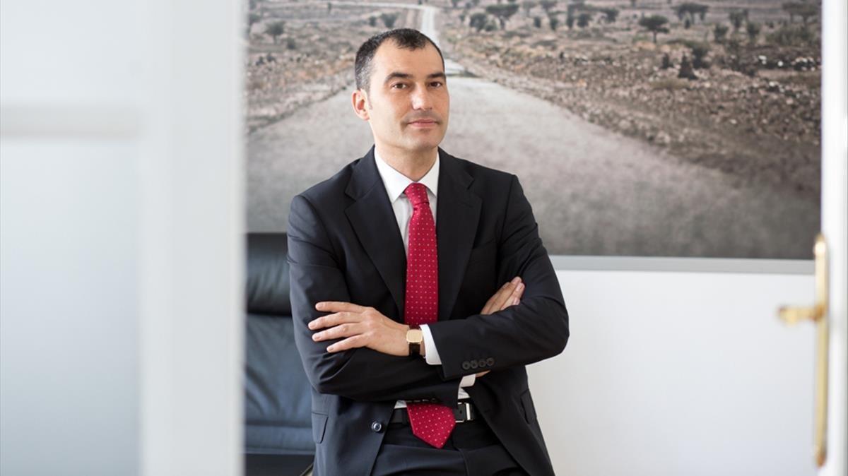 El secretario general de la asociación ANESDOR en su despacho de Madrid.