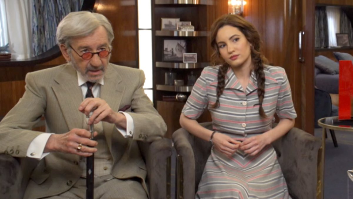 José Sacristán e Ivana Baquero, protagonista de Alta mar en Netflix.
