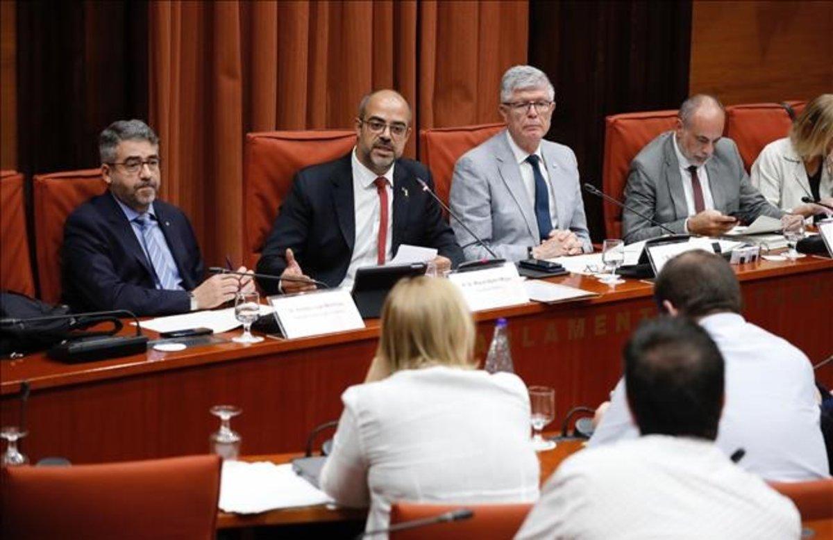 El 'conseller' de Interior, Miquel Buch, durante su comparecencia en la comisión de Interior en el Parlament.