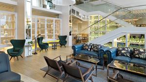L'hotel Camiral, dins del PGA Catalunya Resort,destil·la calidesa. Ha sigut decorat pel prolífic interiorista Lázaro Rosa-Violán.