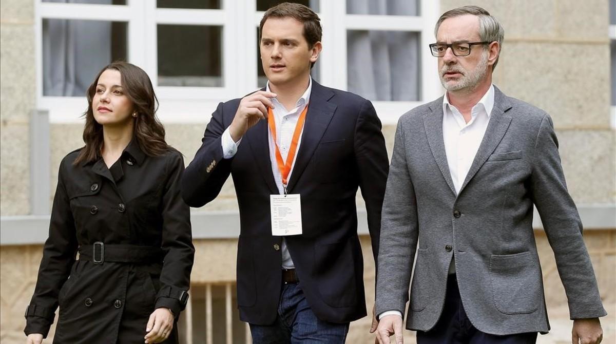La líder de Cs en Catalunya, Inés Arrimadas;el presidente del partido, Albert Rivera, y el secretario general, José Manuel Villegas.