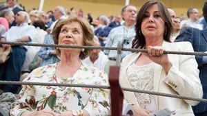 Carmen Franco y su hija Carmen Martínez-Bordiú, enLas Ventas, en el 2015.