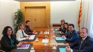 Los equipos negociadores del Govern y Catalunya en Comú-Podem, este lunes, 16 de diciembre.