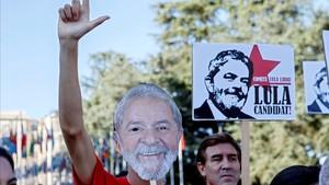 Partidarios de Lula manifiestan su apoya al expresidente.