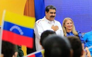 Nicolás Maduro, el presidente de Venezuela junto a la primera dama.