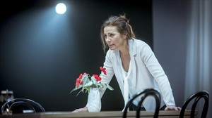 Emma Vilarasau, en una escena de 'La mare', que ha estrenado La Villarroel